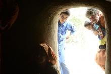 गांवों में लोगों ने स्थानीय सामग्री का प्रयोग करके, वहां की जलवायु को समझते हुए आवासों का निर्माण किया है