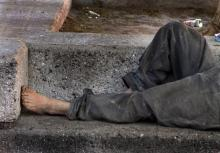 बेघर लोगों में गंभीर मानसिक रोग ज्यादा अनुपात में मिलता है, बजाय उनके जो सुरक्षित रूप से बसे हैं। चित्र:  टोमस कास्तेल्जो