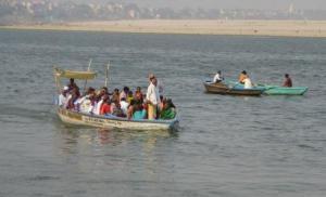 वाराणसी में गंगा नदी. स्त्रोत: इंडिया वाटर पोर्टल
