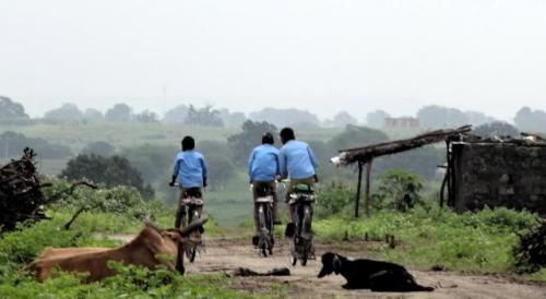 Students heading towards school at a village in Rajasthan. Source: GOI Monitor