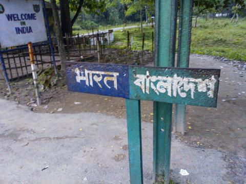 Bangladesh-India Border sign. Photo by Nahid Sultan/Wikimedia