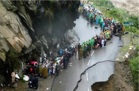 Landslide during Uttarakhand disaster 2013. Diariocritico de Venezuela/Flickr